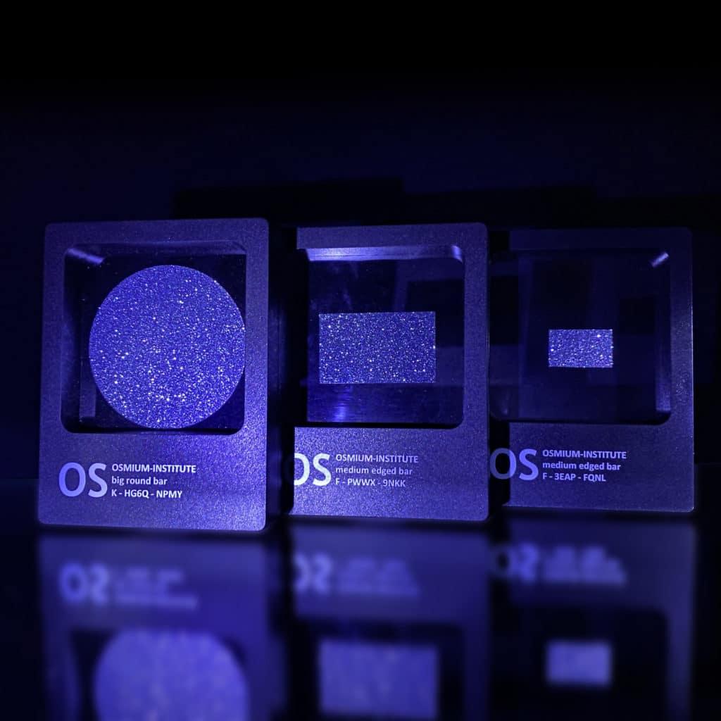 Mehrere Osmium-Objekte lassen eine ansprechende Produktwahl beim Besuch im Shop
