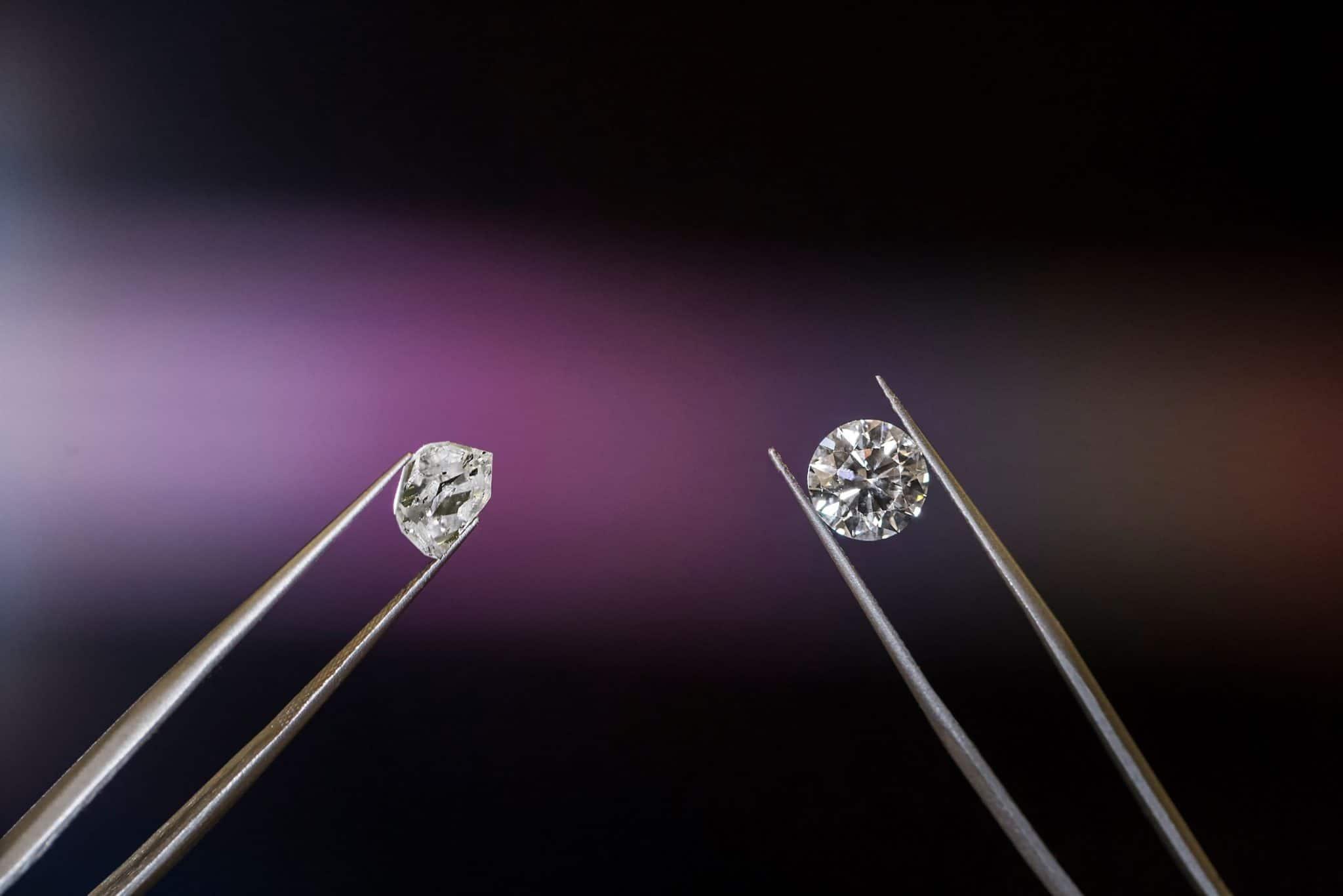 Diamanten funkeln als Kristall aus Kohlenstoff anders als Edelmetalle
