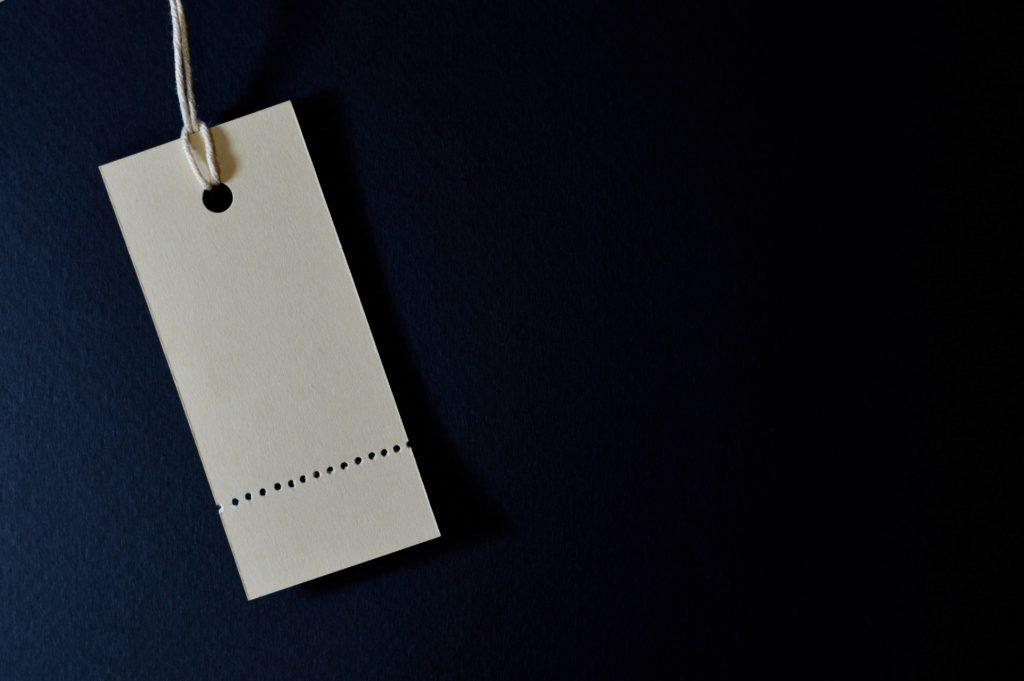 Ein Preisschild symbolisiert den Wert.