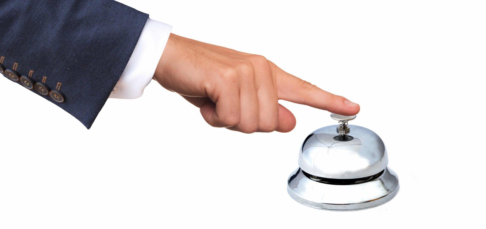 Um Kontakt mit dem Service aufzunehmen, wird eine glockenähnliche Klingel betätigt.