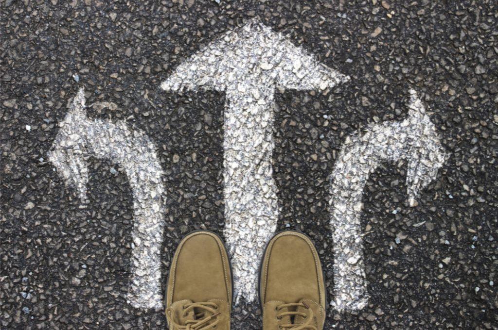 Der Finanzprodukteanleger entscheidet sich für ein Produkt und einen Aufbewahrungsort