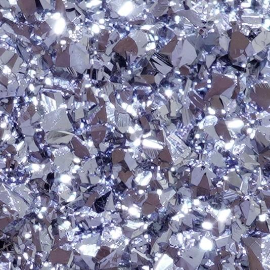 Die raue Kristalloberfläche von Osmium besteht unter dem Mikroskop aus tausender spiegelnder Facetten