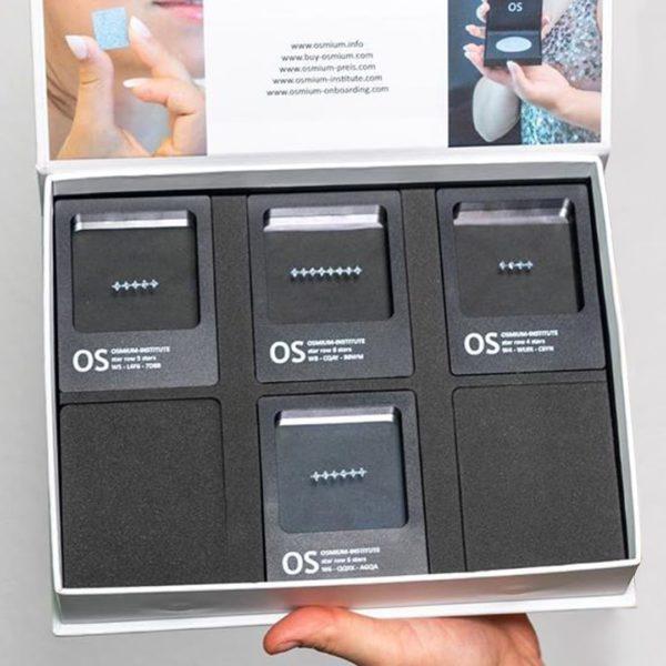 Osmium-Starrows sind in einer Sammelbox einsortiert