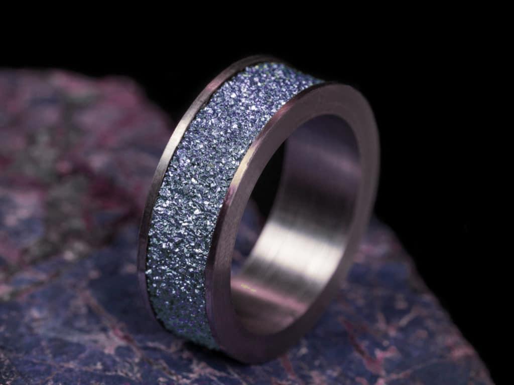 Osmium Schmuckprodukte, wie Ringe, sind selten und auffallend