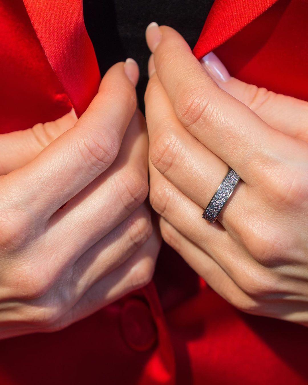 Der Osmium-Ring ist ein edles Schmuckstück für Damen