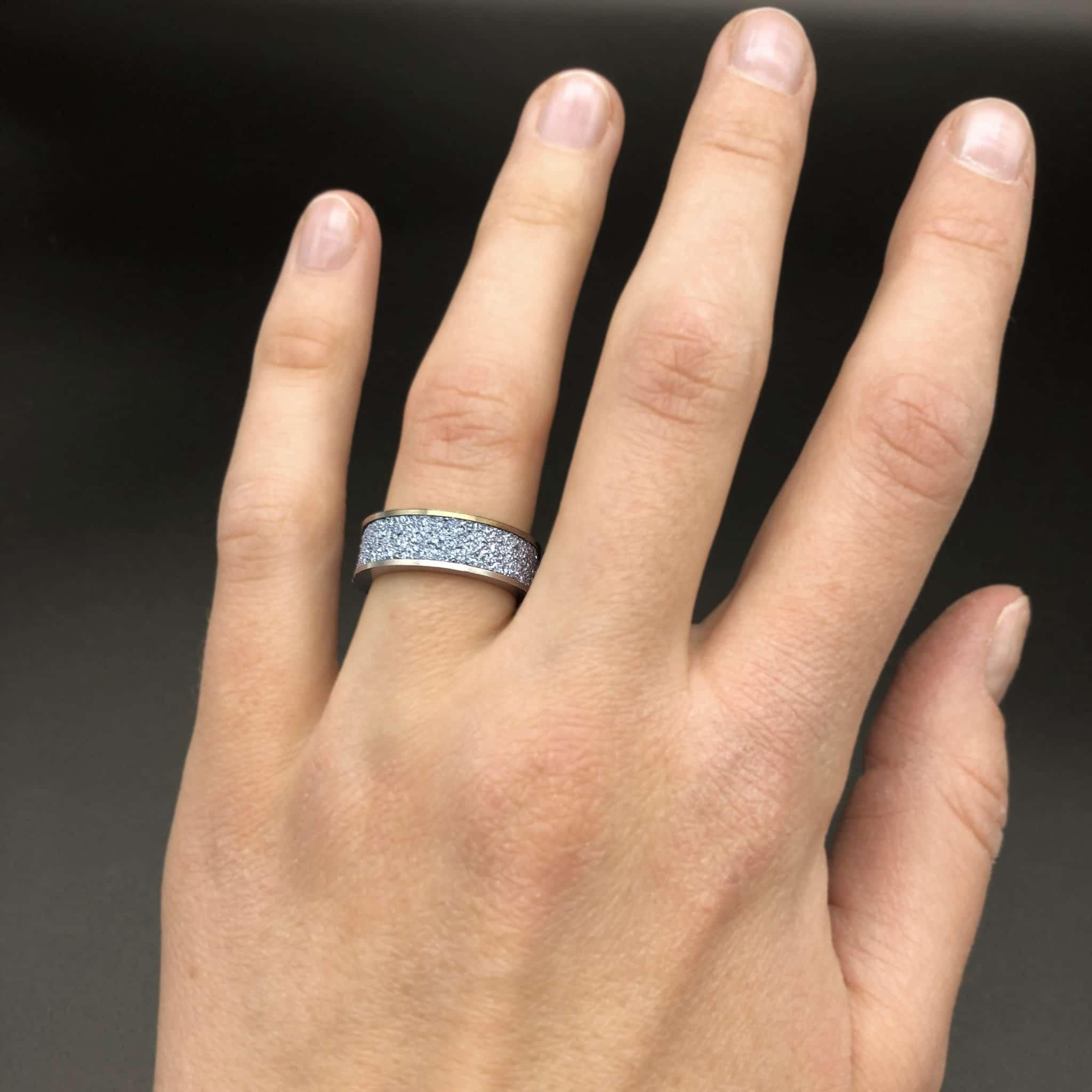 Osmium Ring getragen an der Hand