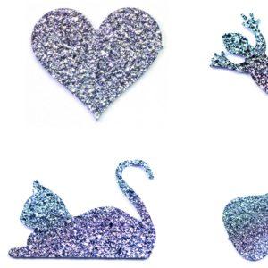 Zahlreiche Symbole aus Osmium gibt es als Produkt zu kaufen: Katzen, Gitarren, Tauben, Herzen