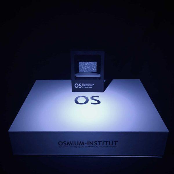 Das Osmium-Institut verwaltet die Sichtboxen und Versandboxen für den Osmiumkäufer