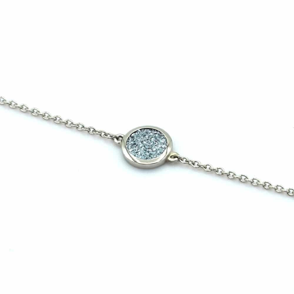 Eine Kette aus Platin, die einen Osmium-Diamond eingearbeitet besitzt